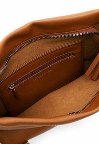 Emily & Noah - ELIANA - Handbag - cognac - 3