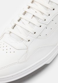 HUGO - SWITON - Baskets basses - white - 5