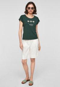 s.Oliver BLACK LABEL - Print T-shirt - dark green - 1