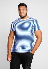 Calvin Klein Jeans - 2 PACK SLIM FIT - Print T-shirt - bright white/mezarine blue - 1
