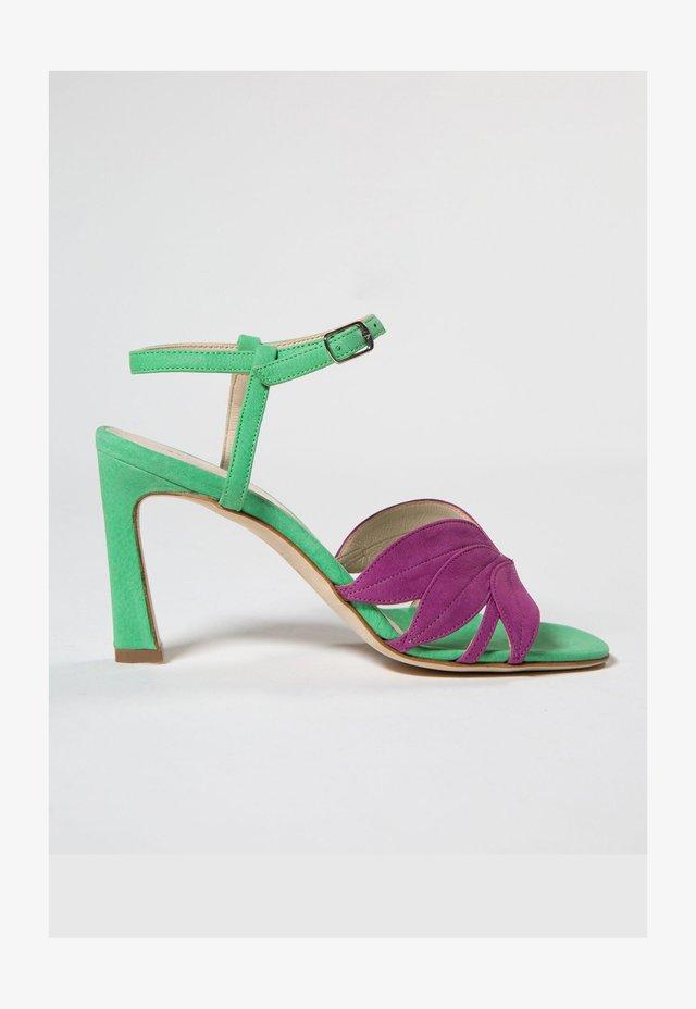 Sandaalit nilkkaremmillä - mint green