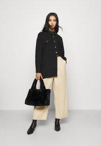 Noisy May - NMFLANNY LONG SHACKET - Skjorte - black - 1