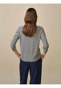 Bellerose - GOPS - Sweatshirt - ecru blau gestreift - 2