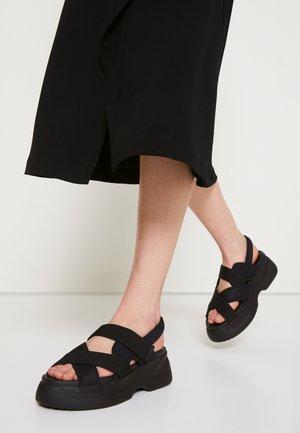 ESSY - Sandály na platformě - black
