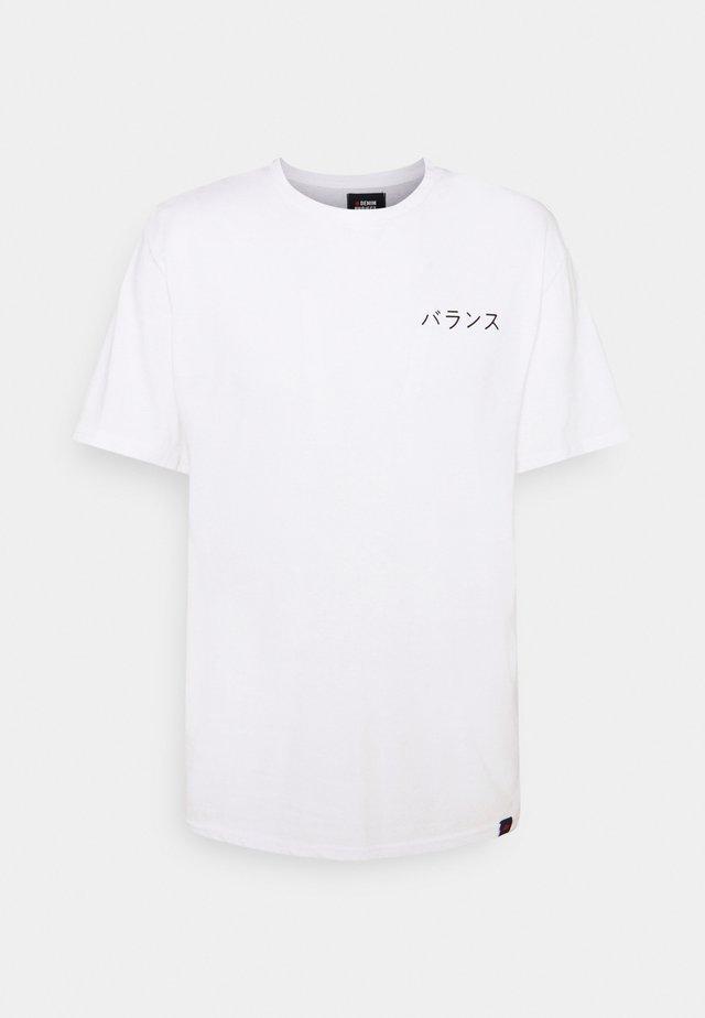 DRAGON BOX TEE - Print T-shirt - white