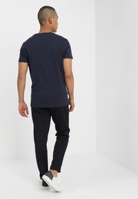 Calvin Klein Jeans - CORE MONOGRAM BOX LOGO SLIM TEE - Print T-shirt - night sky - 2