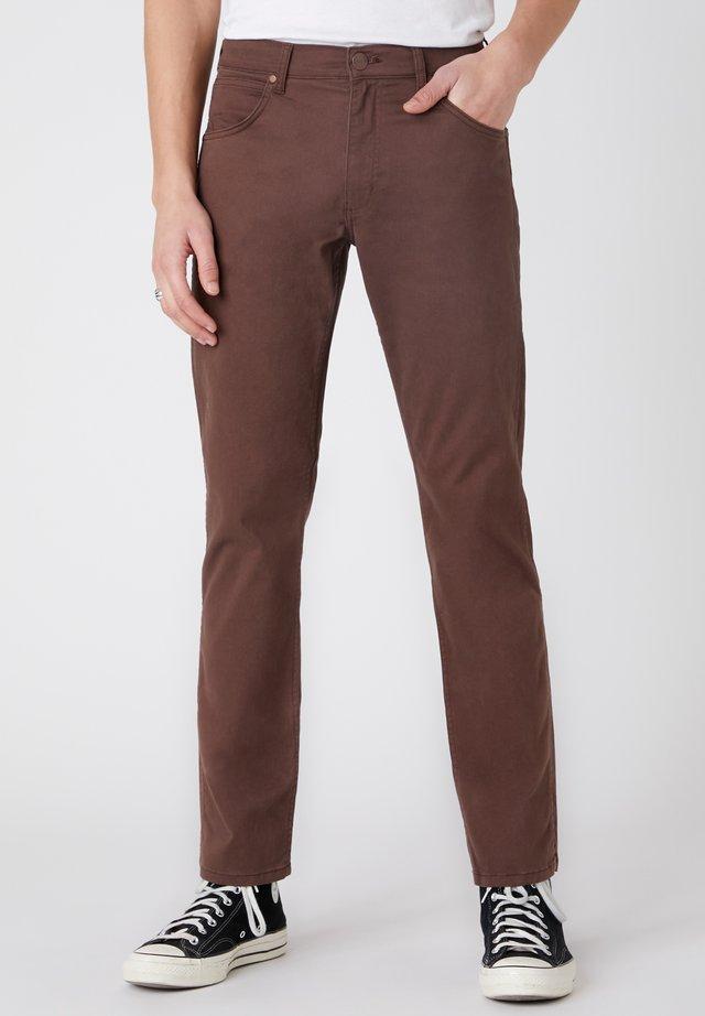 GREENSBORO - Pantaloni - coco brown