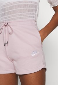 Nike Sportswear - Shorts - champagne/white - 4