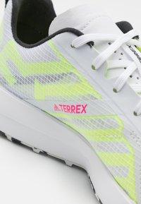 adidas Performance - TERREX SPEED FLOW  - Løpesko for mark - footwear white/core black/solar yellow - 5