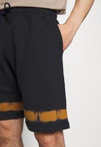 PS Paul Smith - MENS TIE DYE - Pantalon de survêtement - navy - 3
