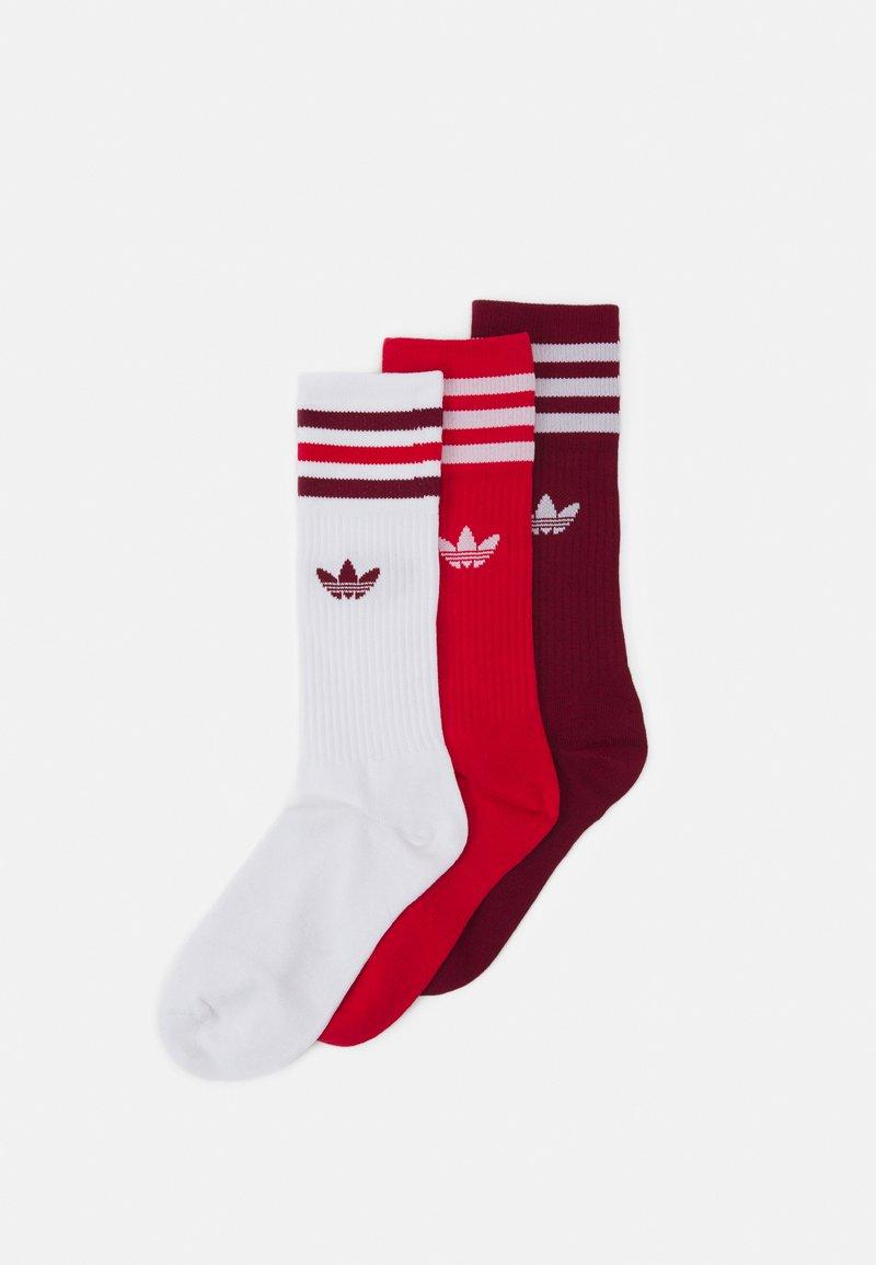 adidas Originals - CREW SOCKS 3 PAIRS - Sokken - white/collegiate burgundy/scarlet