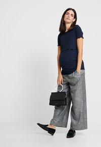 Dorothy Perkins Maternity - LAYERED NURSING TEE - T-shirt med print - navy - 1