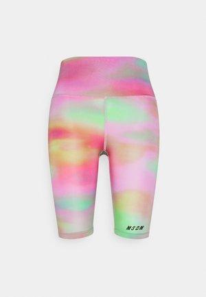 BERMUDA SHORTS - Sports shorts - green/pink