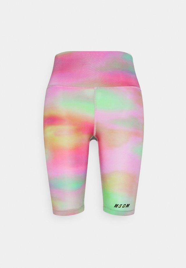 BERMUDA SHORTS - Short de sport - green/pink