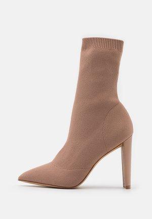 DELUDITH - Kotníková obuv na vysokém podpatku - bone