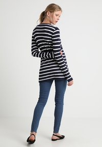 Zalando Essentials Maternity - Kardigan - peacoat - 2