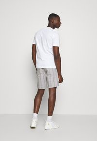 Burton Menswear London - SMART CHECK - Shorts - grey - 2