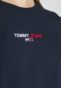 Tommy Jeans - BADGE LONGSLEEVE - T-shirt à manches longues - twilight navy - 5
