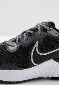 Nike Performance - RENEW RUN - Zapatillas de running neutras - black/metallic silver/white/wolf grey - 2