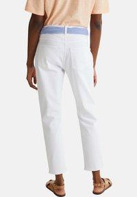 Esprit - ESPRIT DAS VIELSEITIGE BANDANA - HIER ALS GÜRTEL - GIBT DIESER W - Slim fit jeans - white - 5
