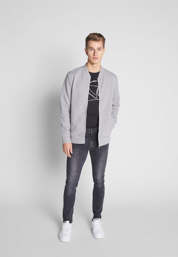 Pier One T-shirt z nadrukiem - black/czarny Odzież Męska NWOH