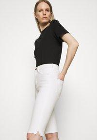 Marks & Spencer London - MAGIC - Denim shorts - white - 3