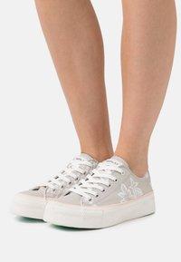 Replay - KEMPLEY - Sneakersy niskie - silver/white - 0