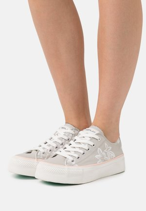 KEMPLEY - Sneakers laag - silver/white
