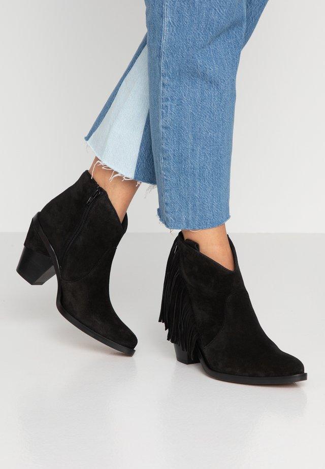 SUVA - Ankelstøvler - black