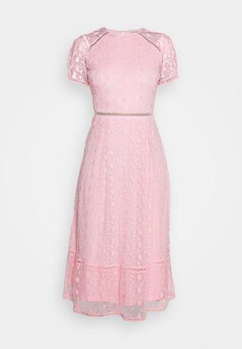 EMILY MIDI - Vestido de cóctel - pink