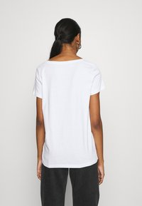 ONLY - ONLKITA WILD - Print T-shirt - cloud dancer - 2