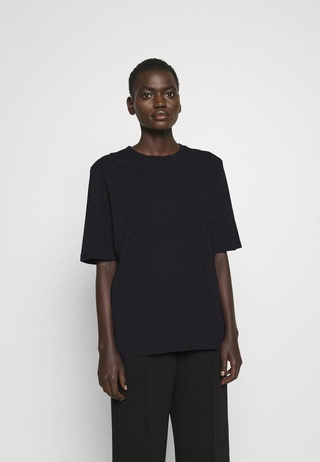 CLARA TEE - Jednoduché triko - black