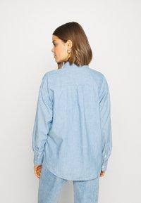 Levi's® - THE RELAXED - Skjorte - light blue denim - 2