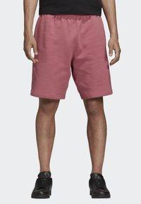 adidas Originals - R.Y.V. SHORTS - Shorts - pink - 0