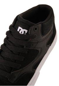 DC Shoes - KALIS VULC MID - Trainers - black - 5