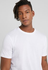 HUGO - DERO - T-shirt basic - white - 3