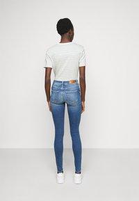 Vero Moda Tall - VMLUX SLIM JEANS - Džíny Slim Fit - medium blue denim - 2