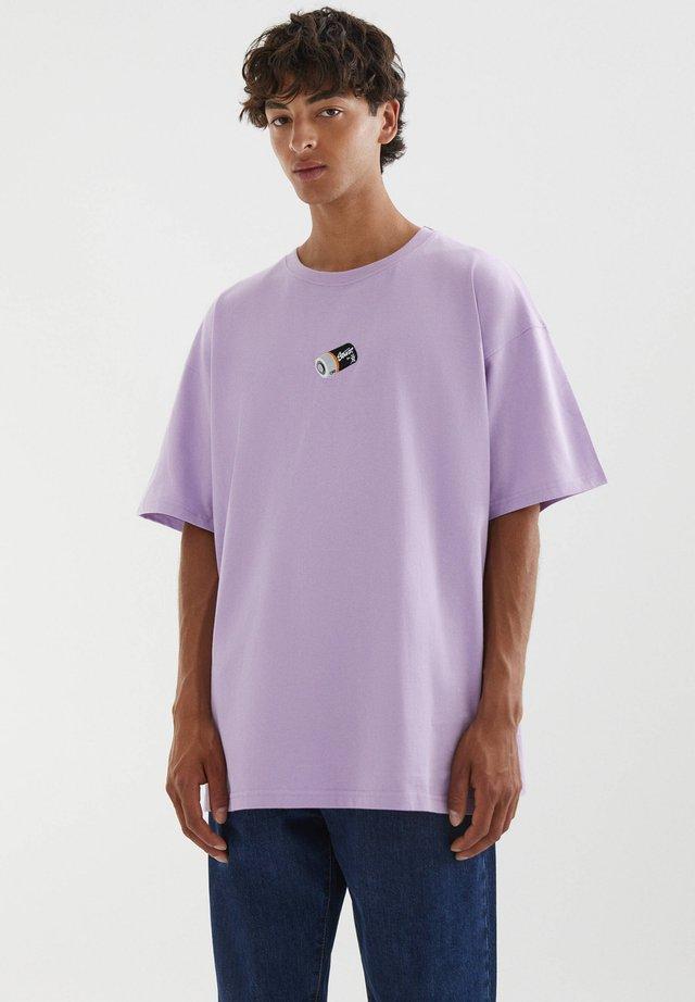 MIT STICKEREI IN VERSCHIEDENEN FARBEN - T-shirt print - lilac