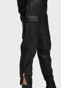 Oakwood - CARGO - Leather trousers - black - 6