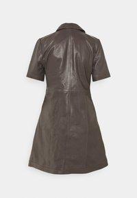 JUST FEMALE - FALL DRESS - Shirt dress - sparrow - 1