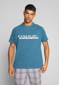 Napapijri The Tribe - SIRE  - Print T-shirt - mallard blue - 0