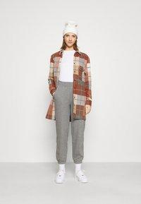 ONLY - ONLDEA DETAIL PANTS  - Tracksuit bottoms - medium grey melange - 1