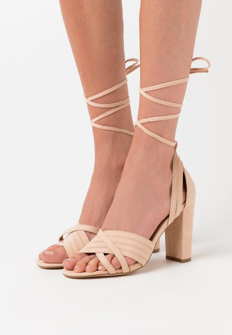EGO - HOWWI - Sandalen met hoge hak - nude