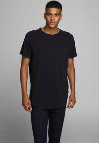 Jack & Jones - JJECURVED TEE O NECK - Basic T-shirt - black - 0
