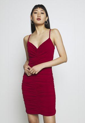 RUCHED STRAPPY DRESS - Koktejlové šaty/ šaty na párty - red