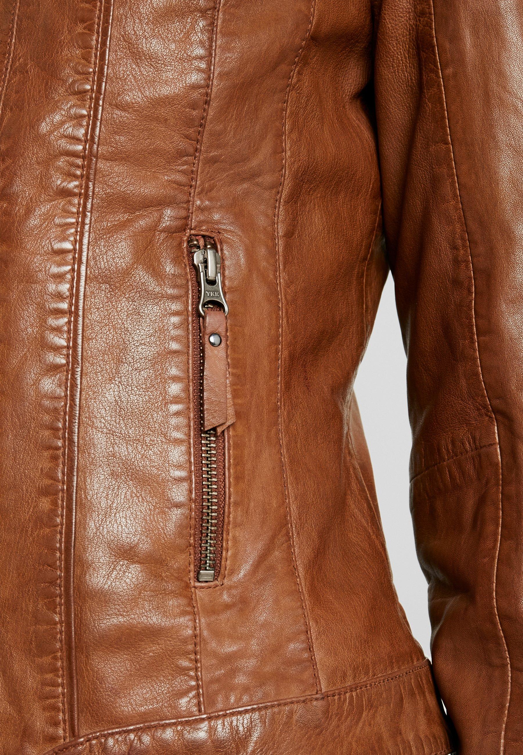 bottines cognac veste en cuir assortie