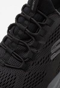 Skechers Sport - EQUALIZER 4.0 - Sneaker low - black/hot melt/charcoal - 5