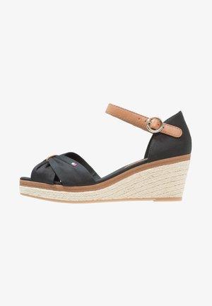 ICONIC ELBA SANDAL - Sandály na platformě - black