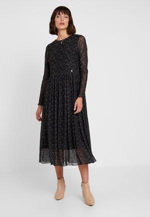 NUFREJA DRESS - Denní šaty - caviar