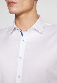 OLYMP No. Six - OLYMP NO.6 SUPER SLIM FIT  - Formal shirt - weiss - 5